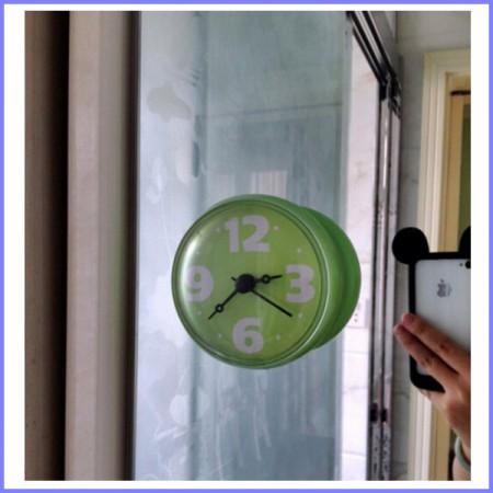 orologio da parete adesivo in bagno