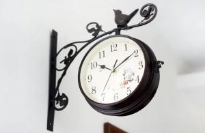 Orologio da parete con staffa
